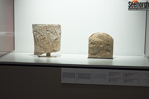سر خراج گزار مادری و نیز سربازان کلاه پردار آشور باستان