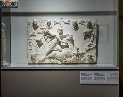 نقش برجسته سنگی میترا در حال کشتن گاو نر در موزه ملی ایران