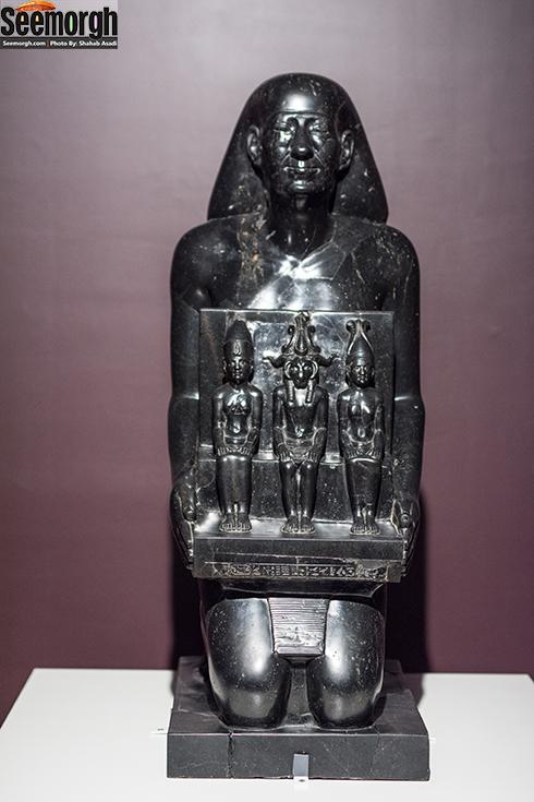 مجسمه نشور در موزه ملی ایران در نمایشگاه لوور کوچک در تهران