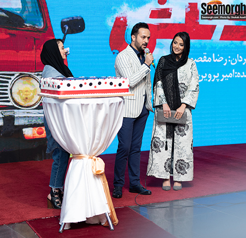 احمد مهرانفر در کنار همسرش در اکران خصوصی خجالت نکش