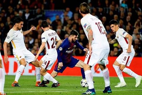 عبور مسی از میان بازیکنان رم