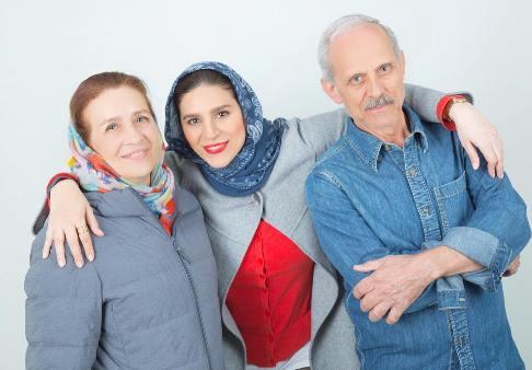 سحر دولتشاهی در کنار پدر و مادرش