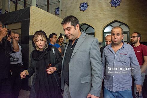 نیوشا ضیغمی و همسرش در مراسم یادبود ناصر ملک مطیعی 1