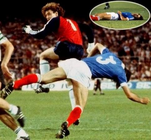 خطای شوماخر برروی بازیکن فرانسه
