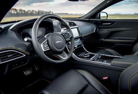 نمای داخلی جگوار Jaguar XE R-Sport