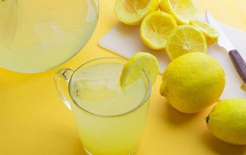 درمان گیاهی جوش کف سر با لیمو