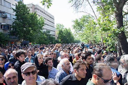 جمعیت بی شماری که برای بدرقه ناصر ملک مطیعی آمده بودند