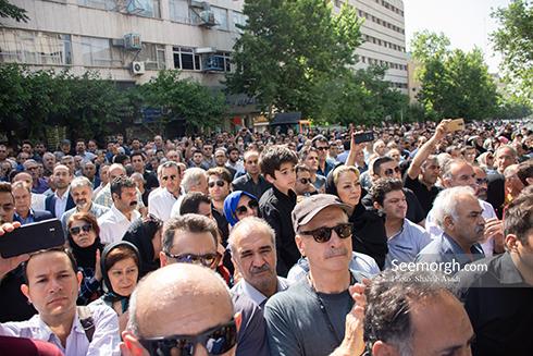 حضور چشمگیر مردم در تشییع ناصر ملک مطیعی