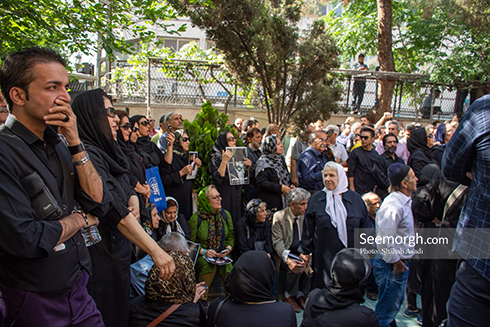 حضور جمعیت پر شور در مراسم ناصر ملک مطیعی