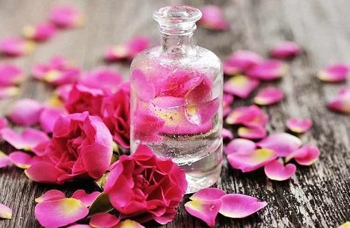 درمان گیاهی جوش کف سر با گلاب