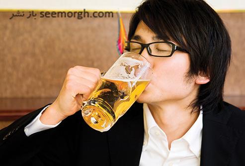 آبجو,آبجو خوردن,مردی که آبجو می خورد