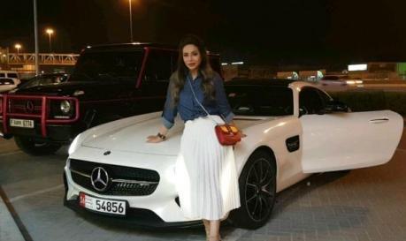 خودرو لوکس مجری زن عرب