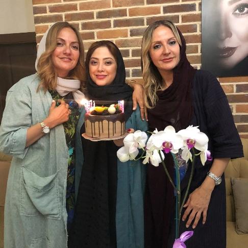 مهناز افشار و خواهرش در کنار مريم سلطاني