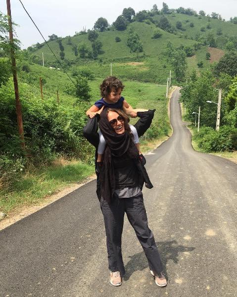 مهناز افشار و دخترش ليانا در لاهيجان
