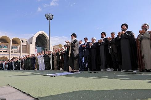 تکرار کنایههای صفاولی مطیعی/ چهرههای صف اول نماز عید فطر چه کسانی بودند + تصاویر