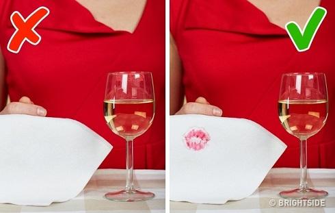 آداب نوشیدن مایعات