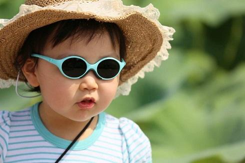 عینک آفتابی تقلبی چه آسیب هایی به چشم می زند؟