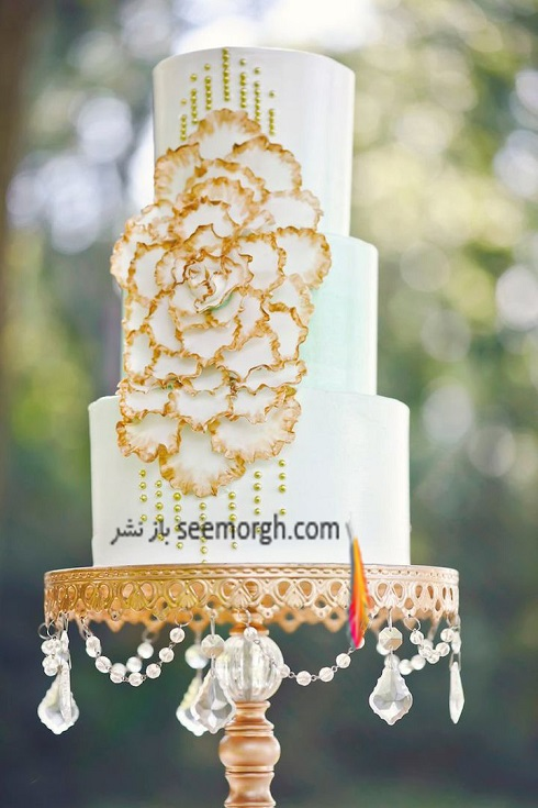 کيک عروسي,کيک عروسي با ترکيب طلايي و سفيد,کيک عروسي با گل دو رنگ طلايي و سفيد