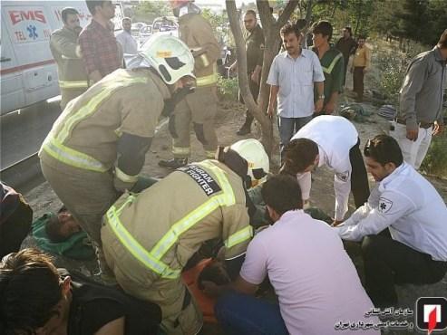 تصادف پژو 206 با عابران پیاده در بزرگراه بابایی