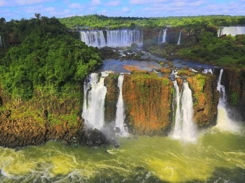 نمایی از آبشار ایگواسو