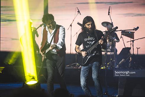 کنسرت کاوه آفاق، تصویر کاوه آفاق در کنسرتش