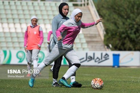 تمرین شوت زنی بازیکن تیم ملی دختران ایران