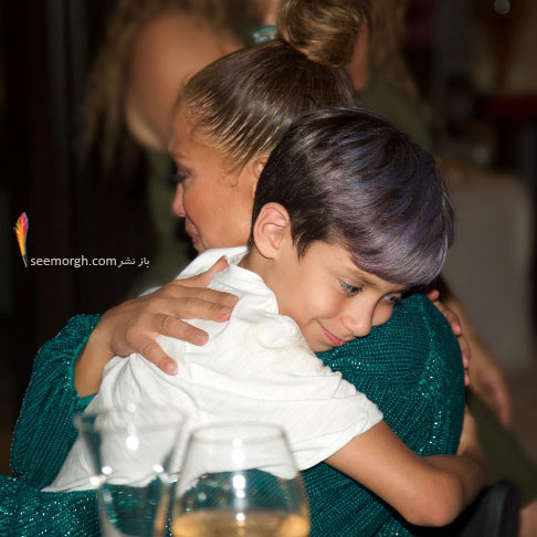 پسر جنیفر لوپز در آغوش مادرش