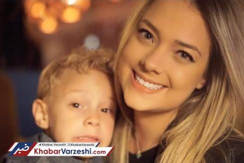 نامزد سابق نیمار در کنار پسرشان