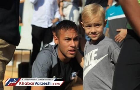 نیمار و پسرش که هیچ شباهتی به وی ندارد