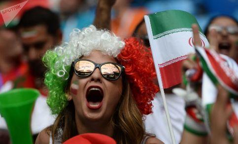 زن هوادار ايراني در جام جهاني
