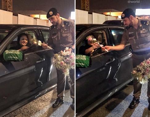 اهدای گل به زنان راننده توسط پلیس عربستان