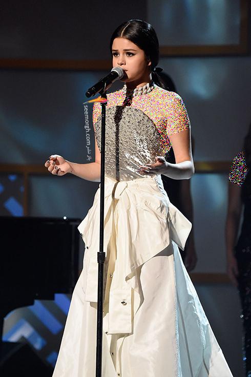 مدل لباس,مدل لباس سلنا گومز,بهترین مدل لباس سلنا گومز,مدل لباس به سبک سلنا گومز Selena Gomez - پیراهن ماکسی دکلته