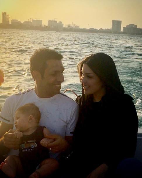 عکس سپهر حیدری و همسرش و فرزندشان