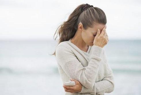 زن ناراحت،زن افسرده