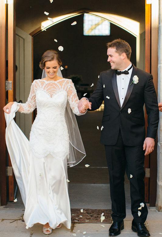 اگر قد لباس عروس شما به گونه ای است که کفش های تان دیده می شود,کفش عروس,ست کردن کفش عروس با لباس عروس,انتخاب کفش عروس