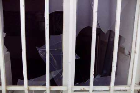 حمله با شعارهای ضدروحانیت به حوزه علمیه اشتهارد