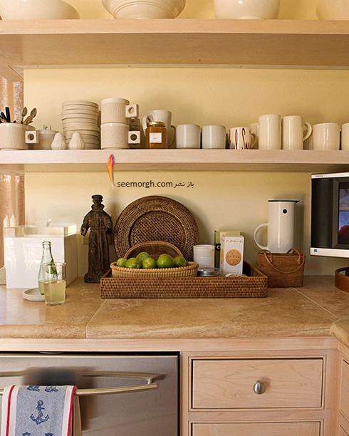 در آشپزخانه های کوچک، سبد های حصیری و شلف ها را فراموش نکنید,دکوراسیون آشپزخانه,دکوراسیون آشپزخانه کوچک,چیدن دکوراسیون آشپزخانه های کوچک