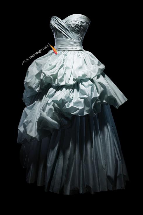 کریستین دیور,پیراهن طراحی شده دیور,پیراهن طراحی شده کریستین دیور,یک پیراهن تافته آبی طراحی شده در سال 1953 که توسط الیزابت فیریستون Elizabeth Firestone پوشیده شد