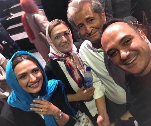 گلاره عباسي در کنار پدر و مادرش و احسان کرمي
