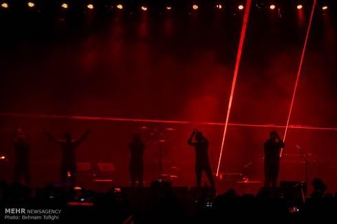 حمید هیراد,کنسرت حمید هیراد,کنسرت زده حمید هیراد,حمید هیراد در اجرای زنده