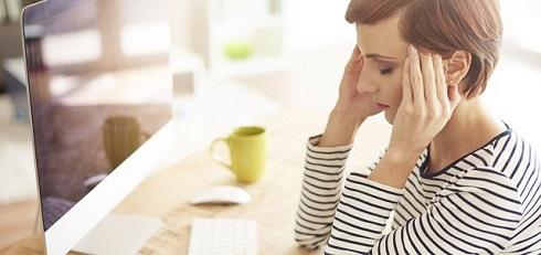 سردرد,زن مبتلا به سردرد