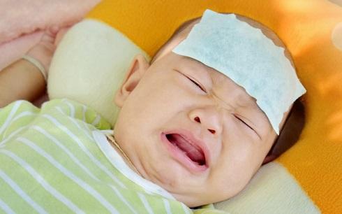 تب نوزاد،گریه نوزاد