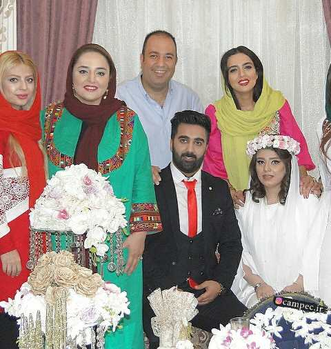 نرگس محمدی و علی اوجی در مراسم عقد دوست شان
