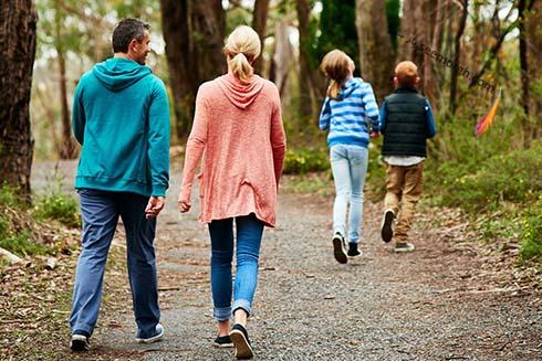 پیاده روی خانواده