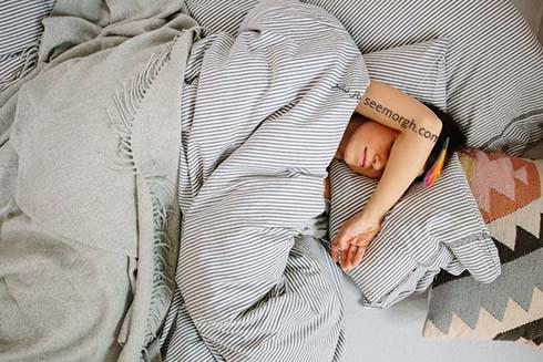 زن خوابيده