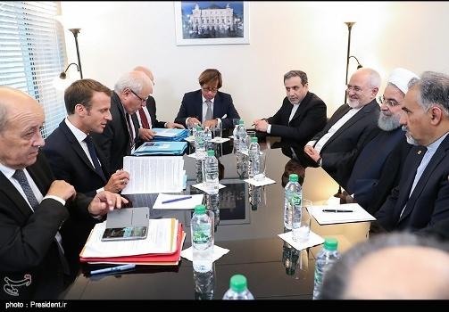 جنجال عکس دیدار روحانی با رئیس جمهور فرانسه