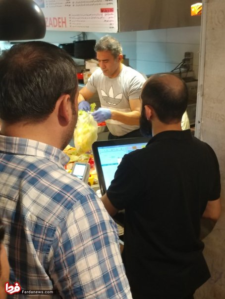 احمدرضا عابدزاده در رستورانش