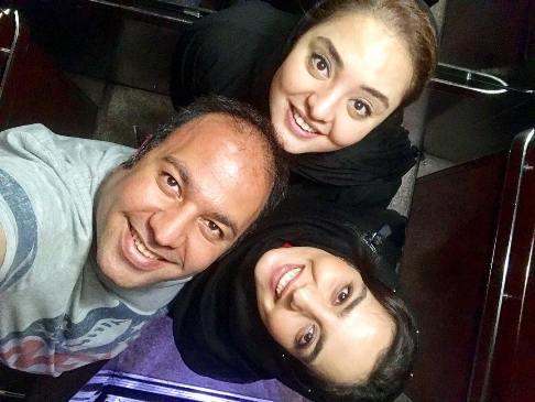 سلفی علی اوجی با نرگس محمدی و خواهرش