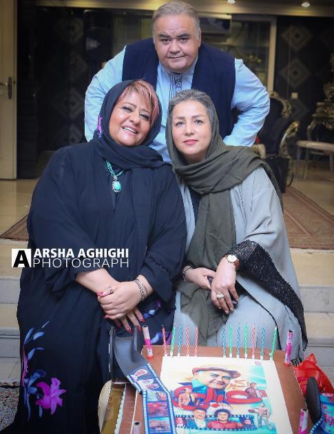اکبرعبدی به همراه همسرش و رابعه اسکویی