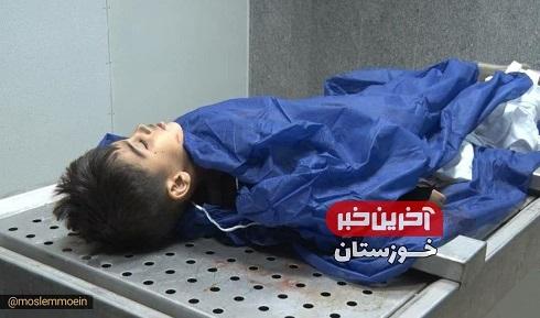 پیکر بیجان کودکی که در حمله تروریستی اهواز به شهادت رسید+تصویر